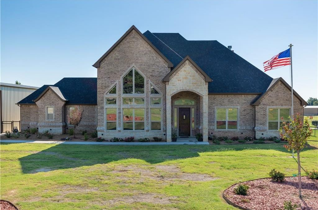 Springtown, 4 bed, 3 bath, Under 410K