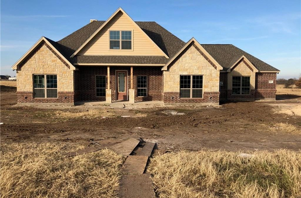 Springtown, 3 bed, 2.5 bath, 330k